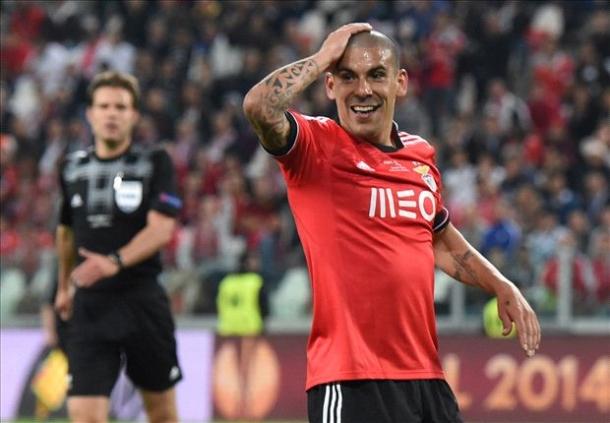Liverpool Masih Pikirkan Ulang Beli Maxi Pereira